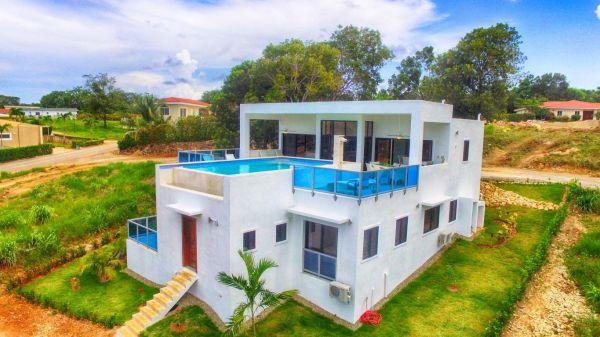 Villa Mirabella Prediseñada en Proyecto Cerrado | Bienes Raices Republica Dominicana