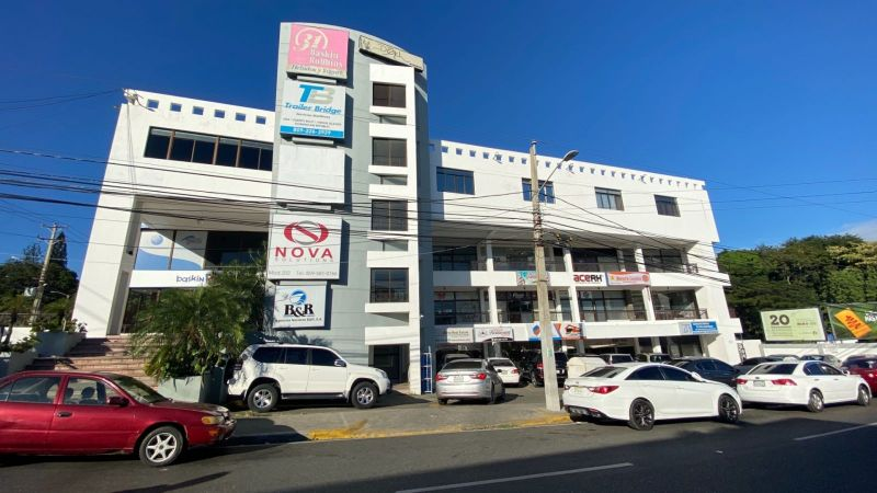 Local ideal para oficina en Plaza Trinitaria frente a Metro Bus Santiago | Bienes Raices Republica Dominicana