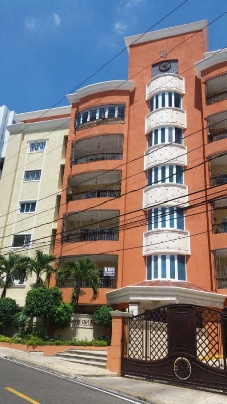 Se vende espacioso apartamento en torre  ubicado en zona tranquila y residencial La Trinitaria. | Bienes Raices Republica Dominicana